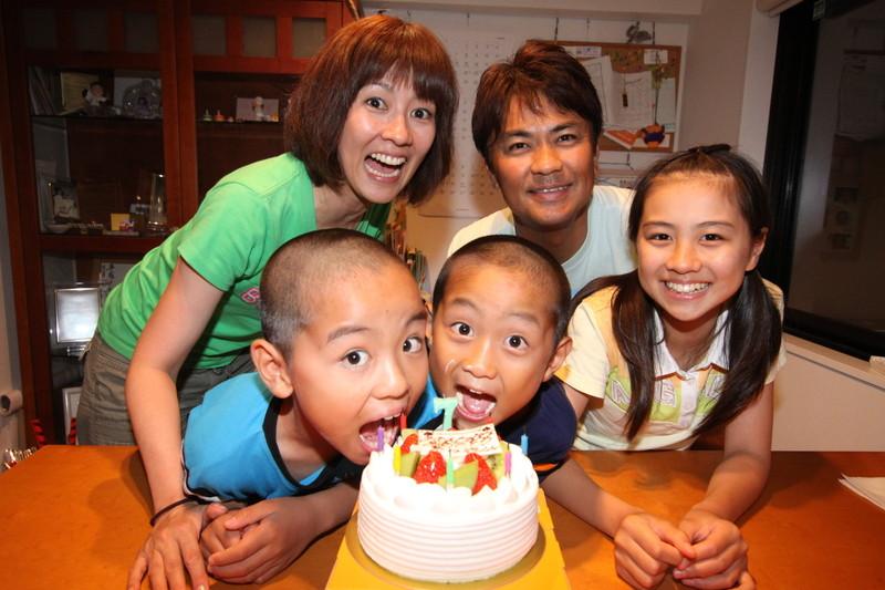 誕生日と結婚祝いは家族で祝う若田部家 若田部健一さん・若田部佳代さん・若田部遥さん
